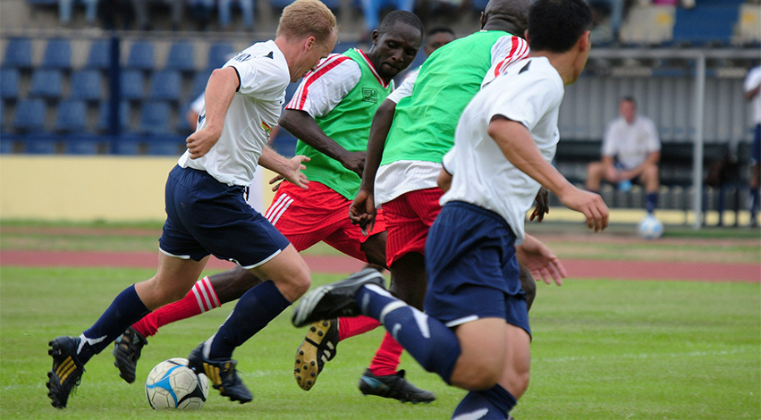 playingfootball - Hier ist der Grund, warum Fußball weltweit der beliebteste Sport ist